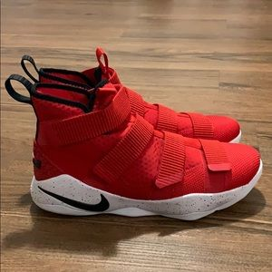 NEW NIKE LEBRON SOLDIER 11